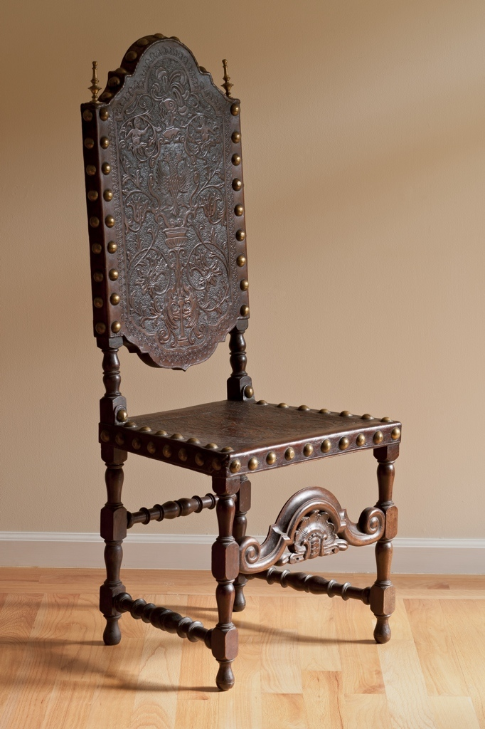 18th Century Furniture Embarks Portuguese