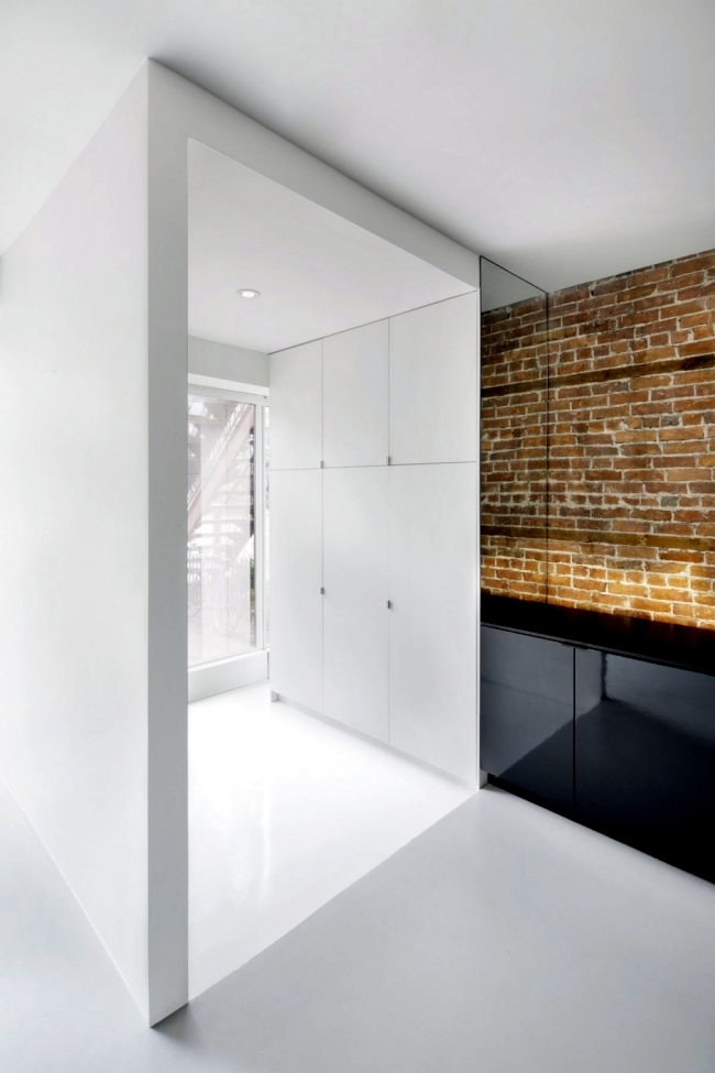 Modern apartment in Montreal - Rough textures and bright contrast