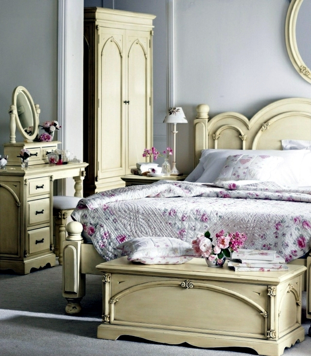 Room in shabby chic decorating style introduced - a touch of romance