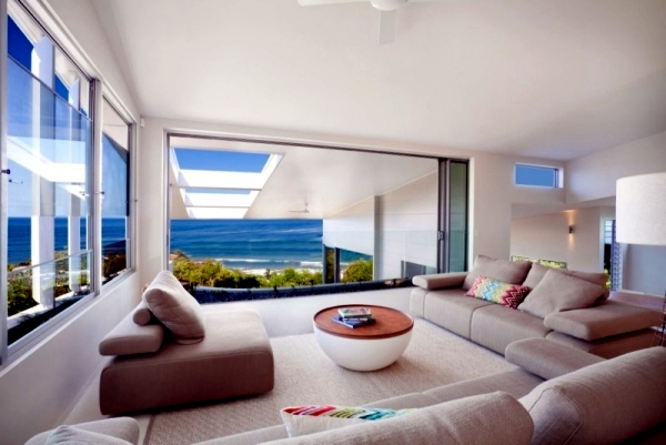 Design contemporary beach house with attractive facade
