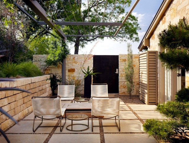 Screening fence in 23 garden ideas on how to preserve for Rural garden designs