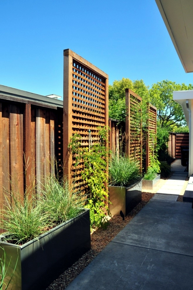 Screening fence in -23 garden ideas on how to preserve privacy