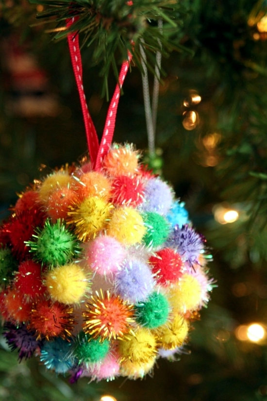 Christmas decoration with the Tinker children - Family Fun for the Holidays