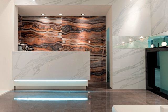 Wallcovering Stone Glamorous evaluates home