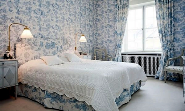 Vintage room set playful floral pattern as an accent