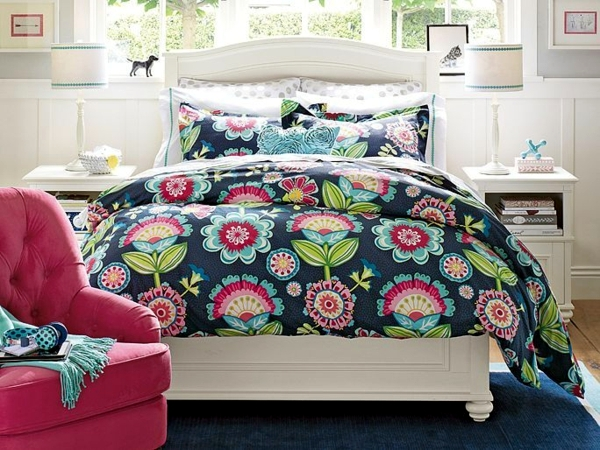 vintage room set playful floral pattern as an accent. Black Bedroom Furniture Sets. Home Design Ideas