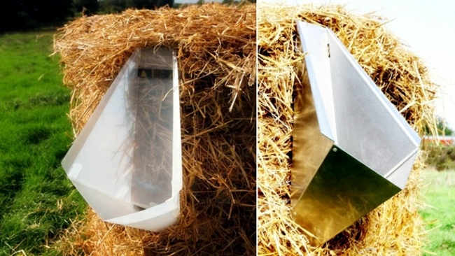 Living Green - Urinary using straw composting