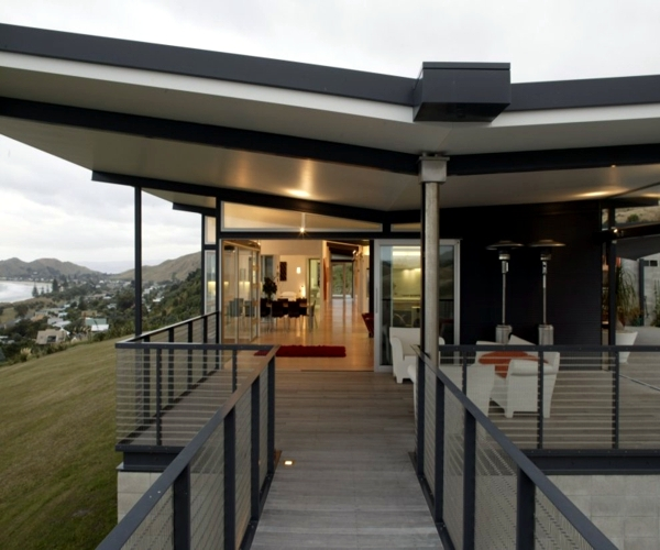 Okitu house - a coastal home in New Zealand