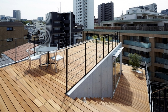 House With Balcony Modern Concept Implemented By Ryo