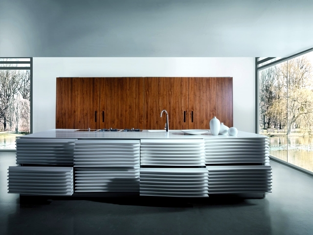 HI-MACS modern kitchen with island by Miton - Mirosi