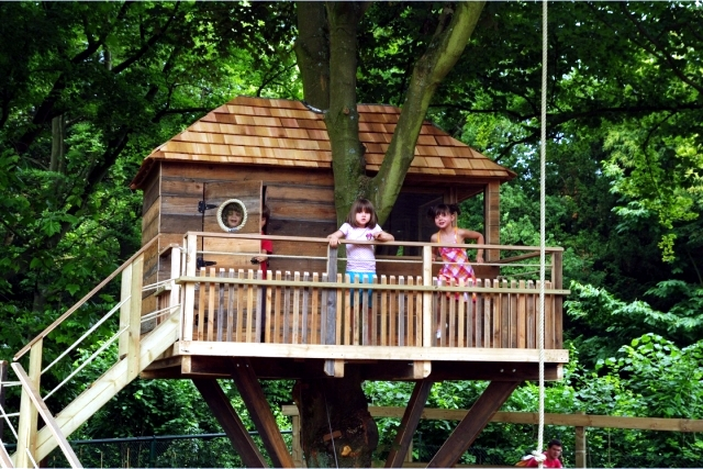 A Tree House For Children In Garden Construction Useful
