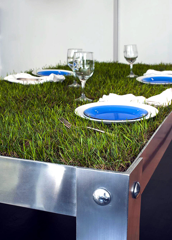 Designer aluminum dining table PicNYC - Green meadow in the middle of the dining room
