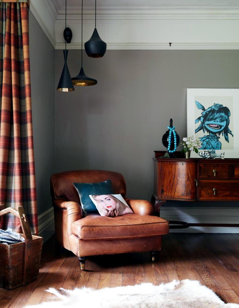Suspensions Beat Light In The Classic Lounge Interior Design