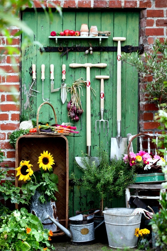 The storage of gardening equipment 16 ideas for the for Garden implements tools