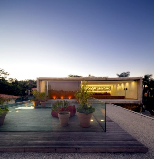 Doctoral house minimalist decor flat roof