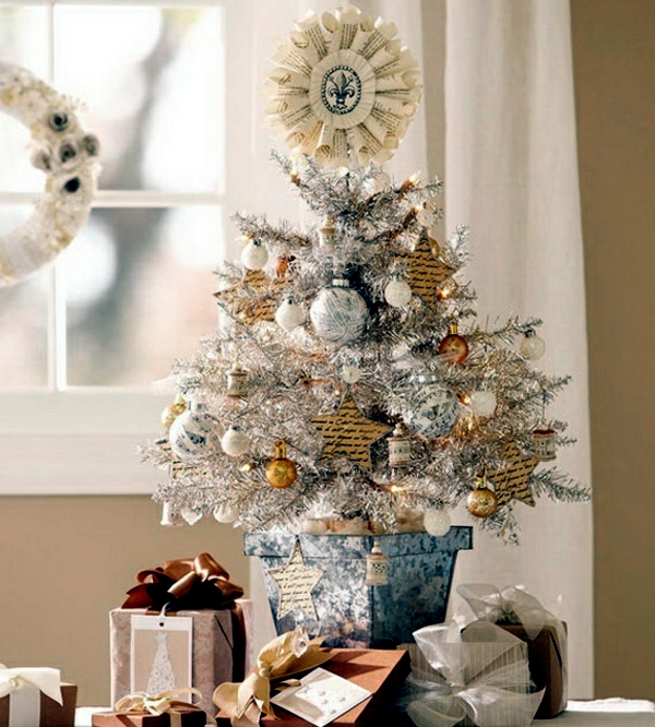 home decorating small christmas tree on the table - How To Decorate A Small Christmas Tree