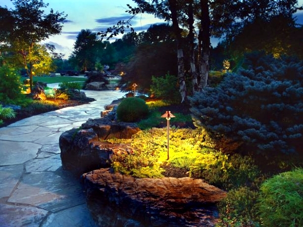 Anleuchten beautiful 15 ideas for landscape lighting patio for Help me design a garden