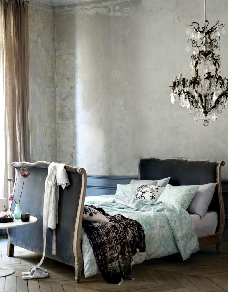fancy chandeliers in romantic bedroom interior design ideas