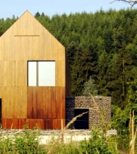 an-energy-efficient-home-dressed-in-solid-wood-and-stone-0-190