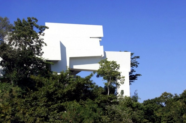 This modern hotel in Acapulco with a futuristic architecture