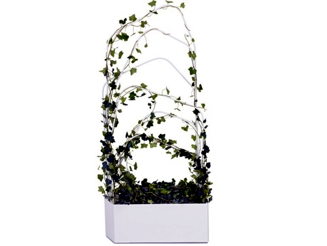 Metal planter with trellis design Offecct