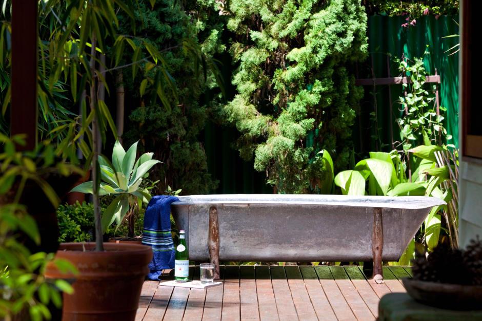 bath in the garden interior design ideas ofdesign. Black Bedroom Furniture Sets. Home Design Ideas
