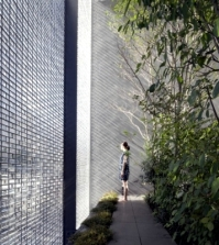single-house-with-glass-facade-sanctuary-in-the-big-city-0-196