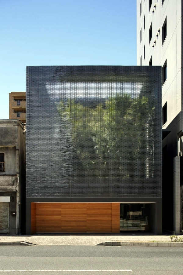 Single house with glass facade - sanctuary in the big city