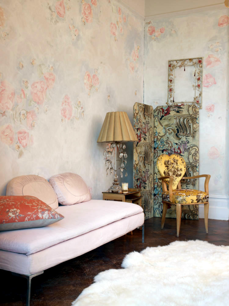 Romantic Room With Pink Wallpaper Interior Design Ideas