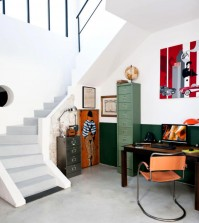 corner-retro-study-on-the-stairs-0-207