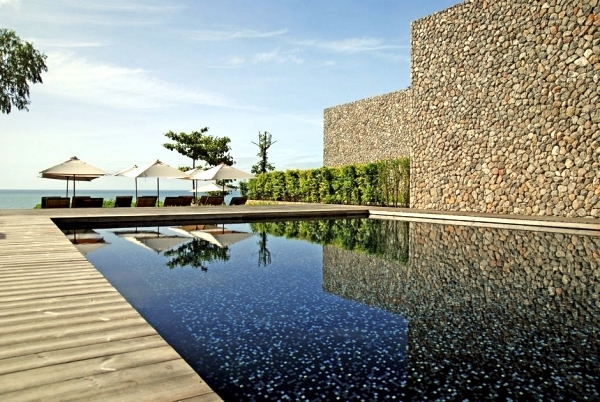 Luxury Resort Kui Buri in Thailand - architecture with natural materials