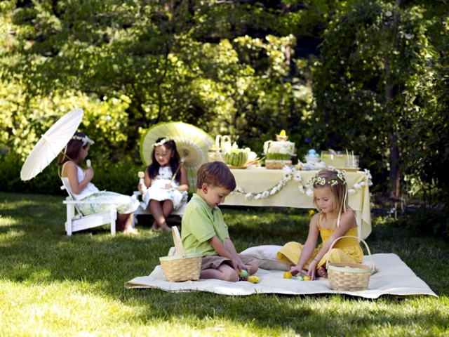 children\'s party in the garden and celebrate with friends