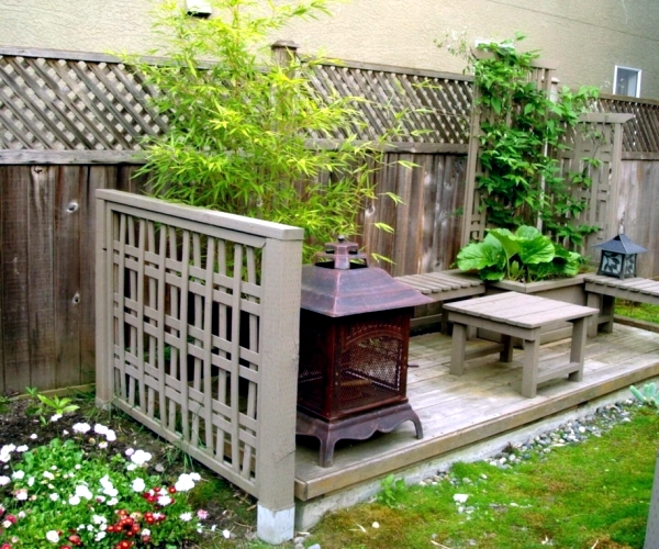 Garden Privacy Screen made from natural materials of wood bamboo