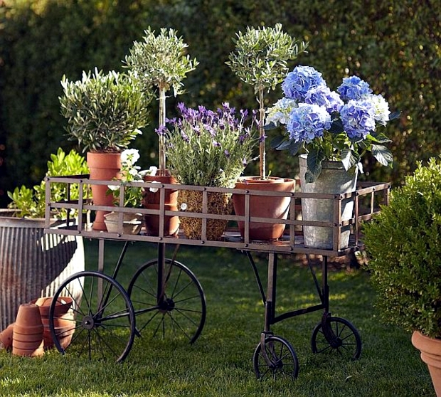 Use the old accessories and garden tools such as garden decor