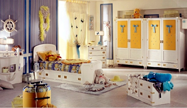 Wooden Cabinet with maritime decoration room colonial