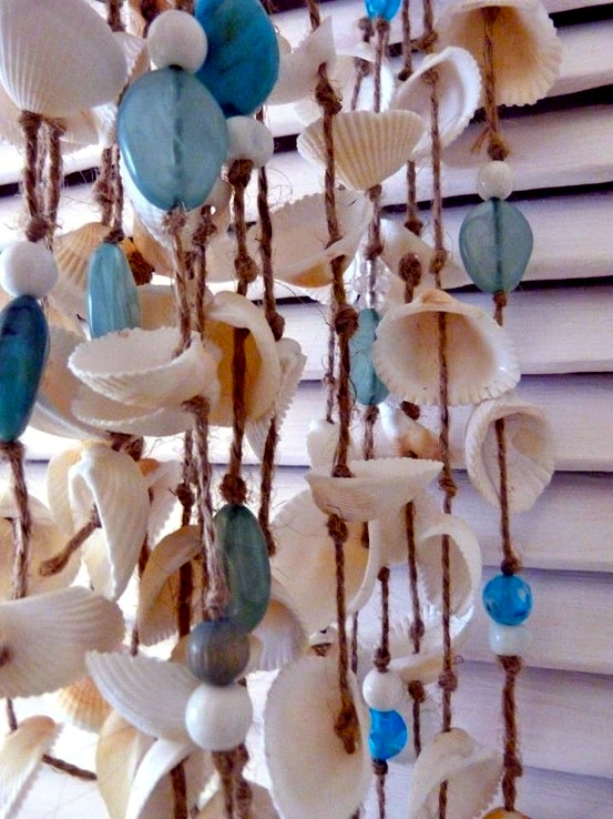 Sommerdeko in the garden - wind chimes shells tinker same