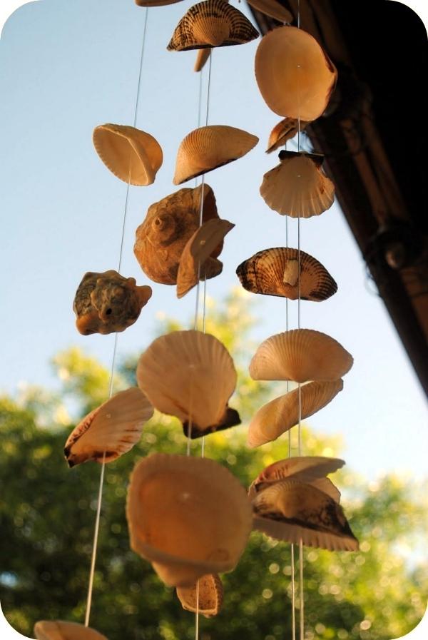 Sommerdeko in the garden - wind chimes shells tinker same