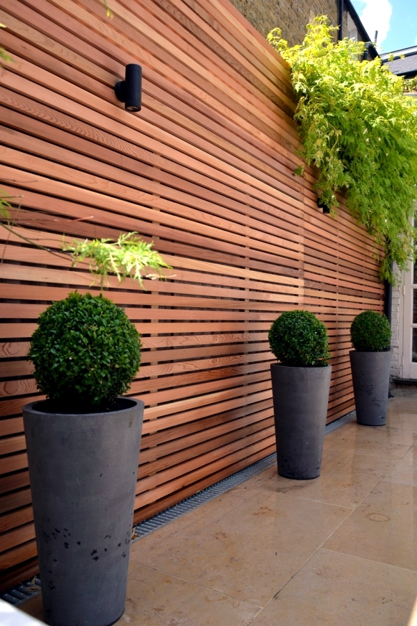 Screening for garden fence wood or plastic interior for Horizontal garden screening