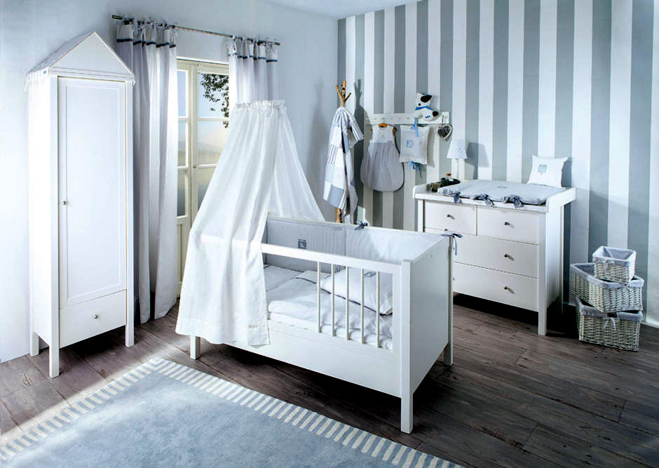 zitlos beautiful nursery in gray and white interior design ideas ofdesign. Black Bedroom Furniture Sets. Home Design Ideas