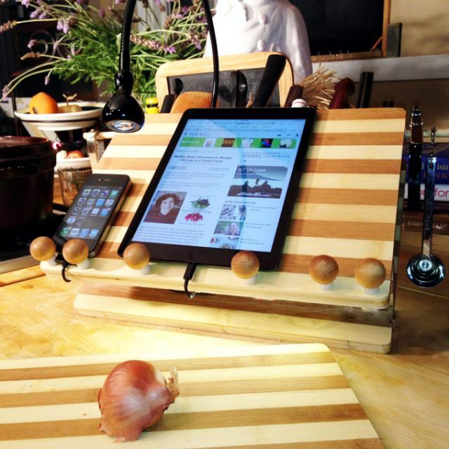 LED lighting and bamboo - a workspace in the kitchen