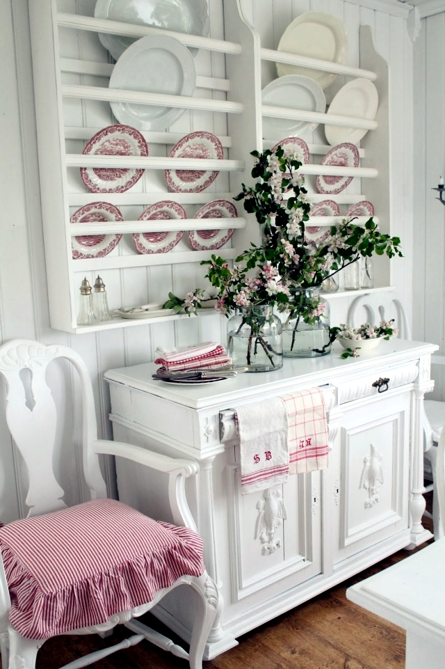 Spring Decorating Ideas   Beautiful Arrangements For The Panel And The Door