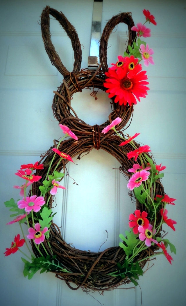 Spring Decorating Ideas - beautiful arrangements for the panel and the door