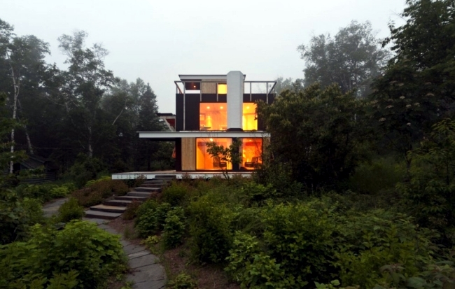Cube Shaped House On A Hill With A Contemporary Look