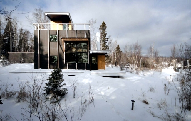 Cube-shaped house on a hill with a contemporary look