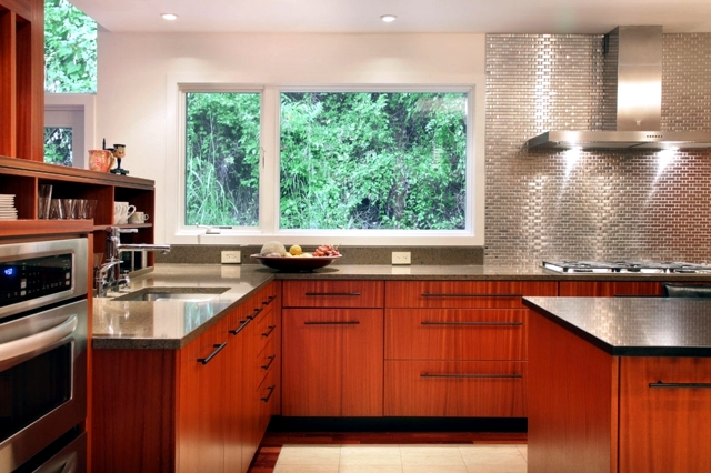 Delightful Sticky Backsplash For Kitchen #2: Splash-guard-for-the-kitchen-85-new-ideas-for-the-back-of-the-kitchen-wall-47-274.jpg