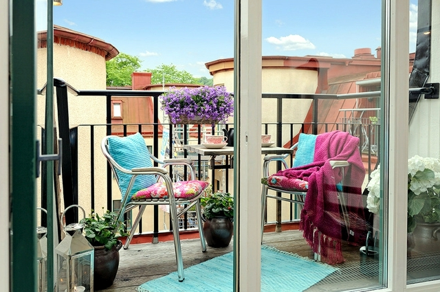 Wind and privacy balconies with flowers and vines