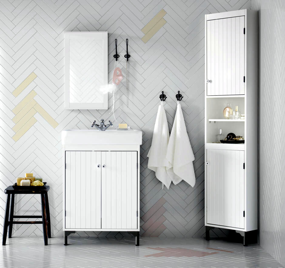 Image gallery herringbone tile bathroom wall for Small bathroom herringbone tile
