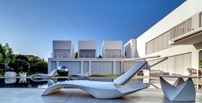 A luxury house in Israel - A bucket for each family member