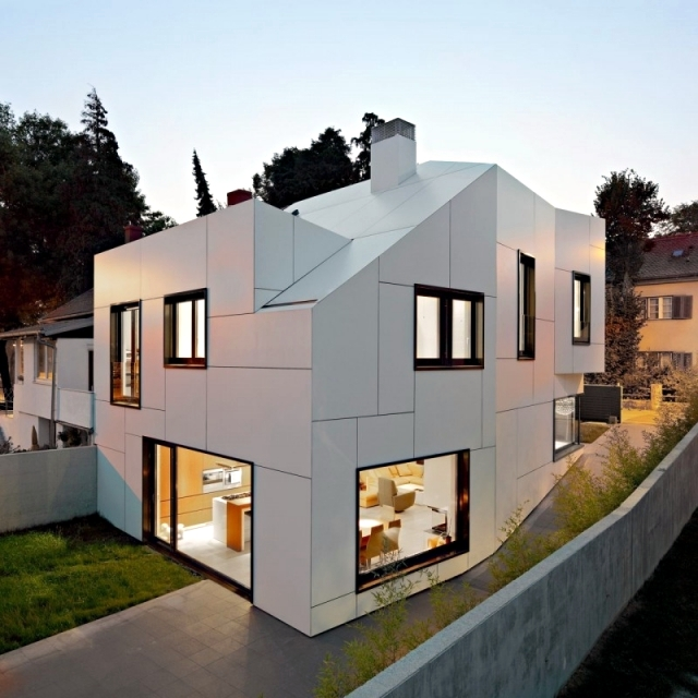 Strange A A Dva Arhitekta A White House With An Abstract Exterior Design Largest Home Design Picture Inspirations Pitcheantrous