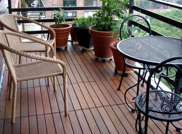 Select wooden tiles for the balcony - What types of wood are suitable?